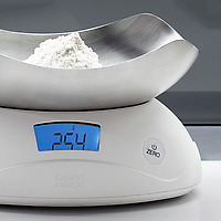 Joseph Joseph Shell Digital Scale White weighing flour