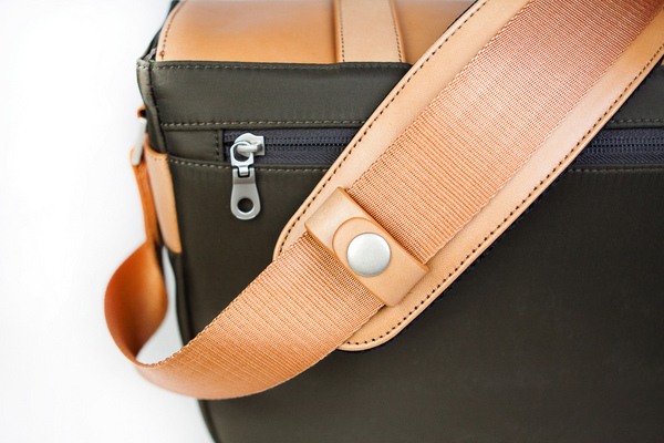 Classic_leather_camera_satchel_back_view_close_up-sixhundred