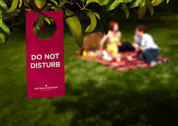 Boxsal_picnic_box_todays_date_with_do_not_disturb_sign-sixhundred