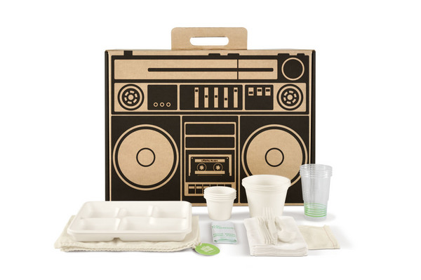 Boxsal_picnic_box_urban_picnic_with_box_contents-sixhundred