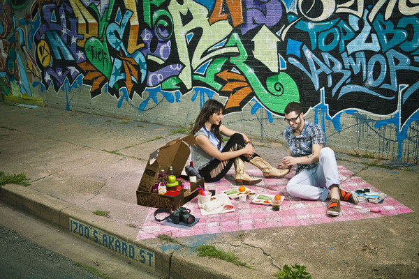 Boxsal_picnic_box_urban_picnic_with_guy_and_girl_on_sidewalk_with_graffiti_backdrop-sixhundred