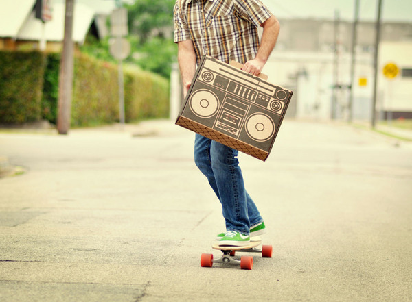 Boxsal_picnic_box_urban_picnic_with_guy_on_skateboard-sixhundred