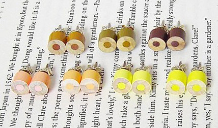 Color_pencil_stud_earrings_by_huiyi_tan_yellow_set-sixhundred