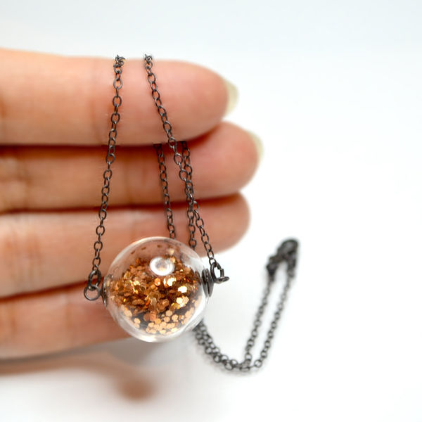Glass_globe_glitter_necklace_1-sixhundred