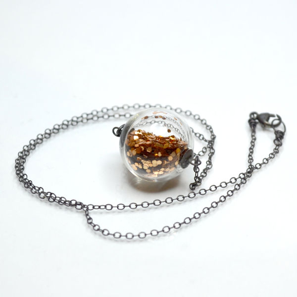 Glass_globe_glitter_necklace_2-sixhundred