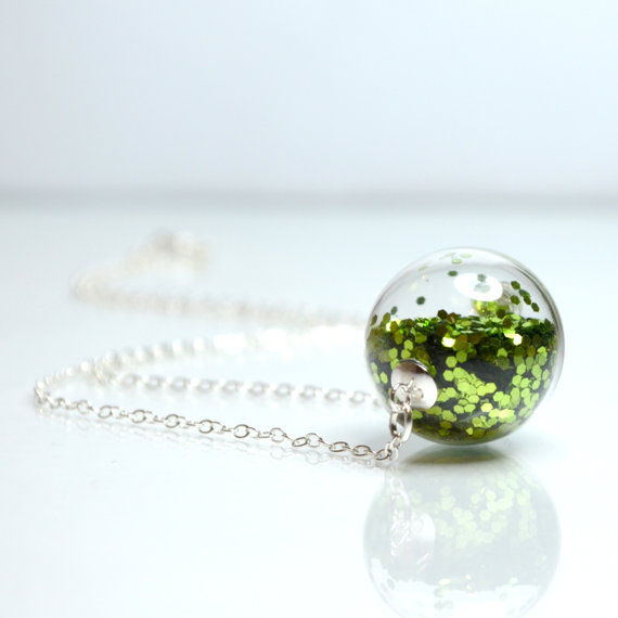 Glass_globe_glitter_necklace_5-sixhundred