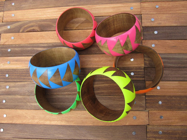 Stained Wood Bangles by Voz on Wantist