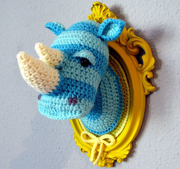 Crocheted_faux_taxidermy_by_manafka_mina_1-sixhundred