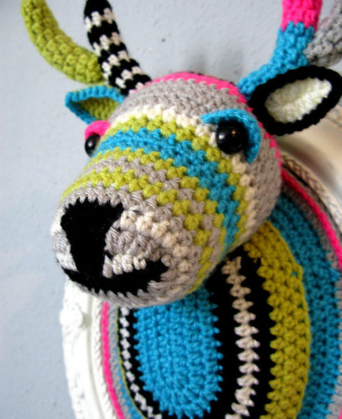 Crocheted_faux_taxidermy_by_manafka_mina_2-sixhundred