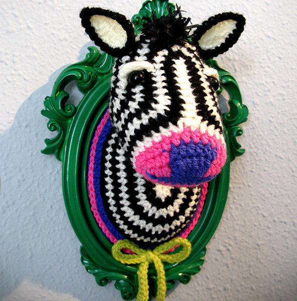 Crocheted_faux_taxidermy_by_manafka_mina_7-sixhundred