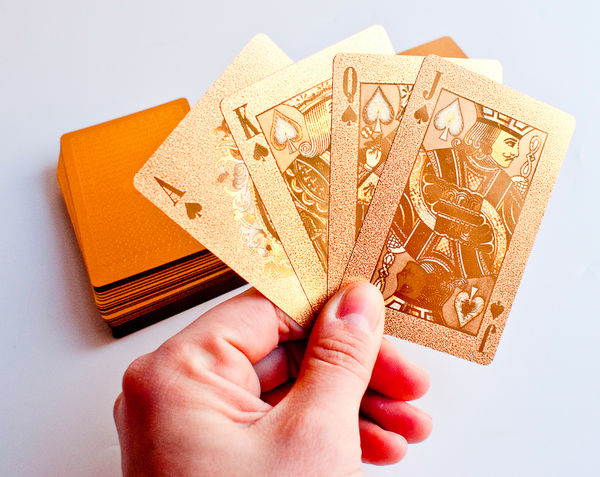 Gold_playing_cards_9-sixhundred